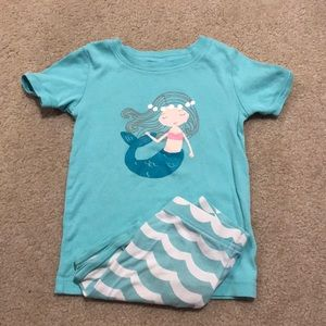 Old navy mermaid shorts pajamas size 5t